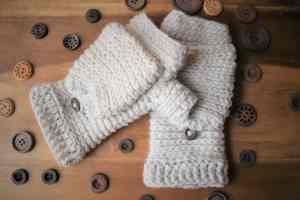 Tabby-Star-Crochet-Mittens-Front-View-Darker