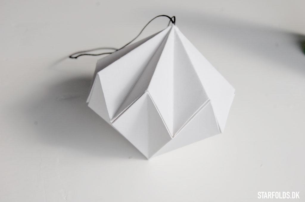 Papirdiamant foldet af kvadratisk papir