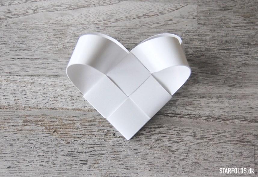 Færdig flettet hjerte af flettestrimler - vejledning