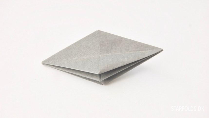 DIY fold selv papirjuveler trin 3