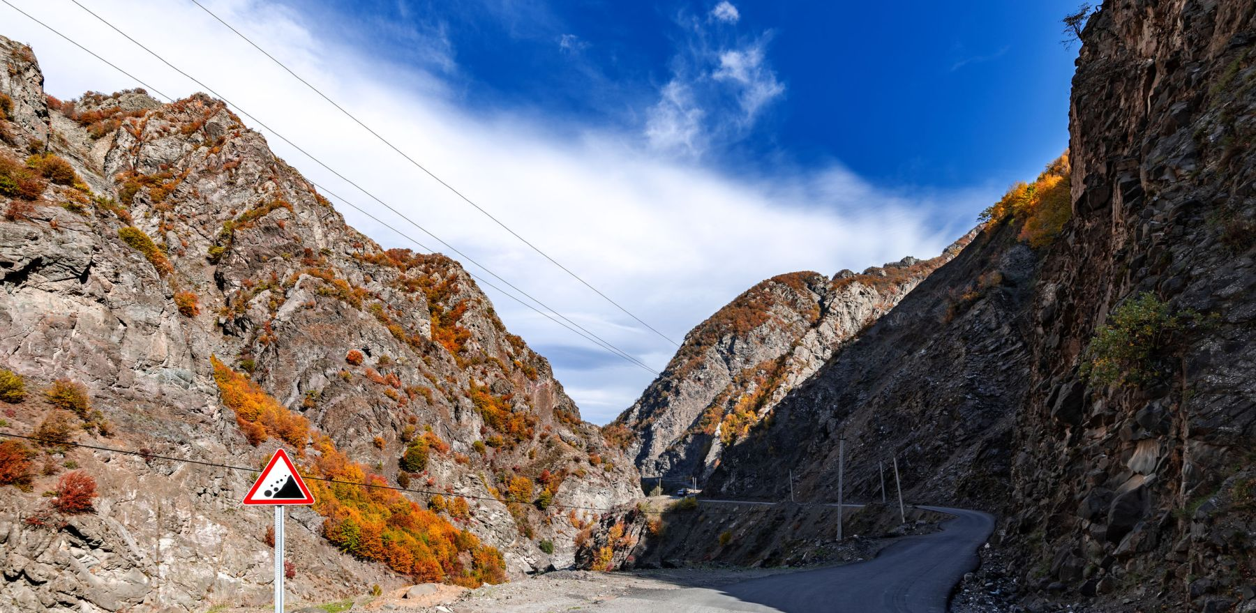 The road to the mountain gorge