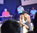 Der Pianist hinten am Keyboard, der Beatboxer, der Trommler und vorne sitzt der Parcourläufer