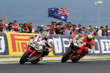 wsbk-phillip-island-2016-nicky-hayden-honda-wsbk-team-et-davide-giugliano-aruba-it-racing