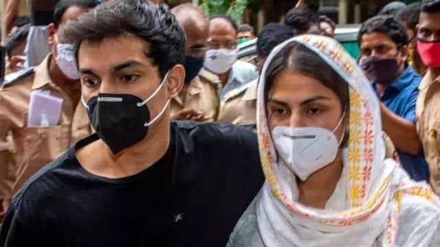 सुशांत सिंह केस ड्रग्स कनेक्शन: अभी जेल ही रहेगा रिया चक्रवर्ती-शौविक का ठिकाना, कोर्ट ने सभी आरोपियों की बेल अर्जी खारिज की