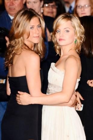 Jennifer Aniston und Mena Suvari