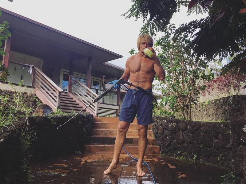 Laird Hamilton S Height Weight Tips For Fitted Body