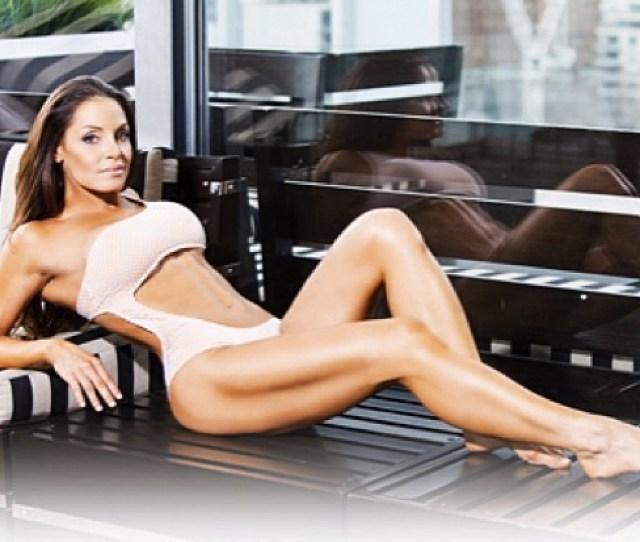 Trish Stratus Height Weight And Body Measurements