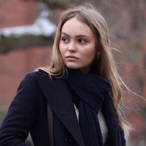 Lily-Rose-Depp-bio