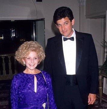 Ronnie-Shacklett-with-his-wife-image