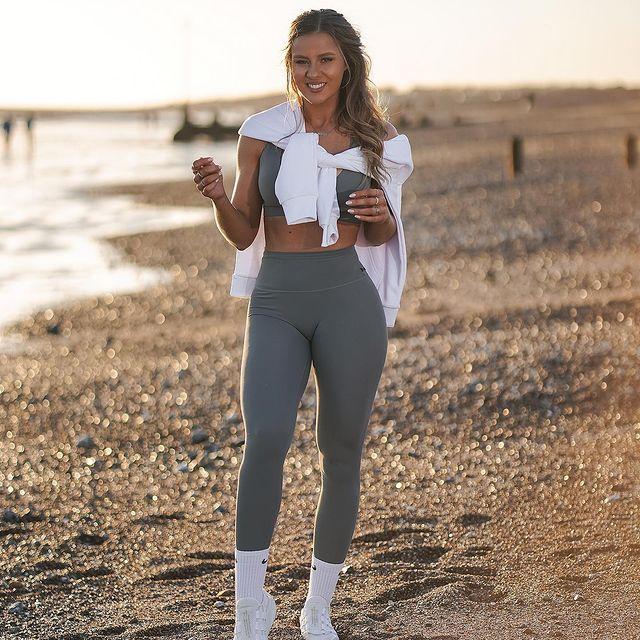 Dominique-Asgeirsdottir-bio