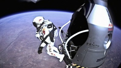 Felix Baumgartner leaves the capsule