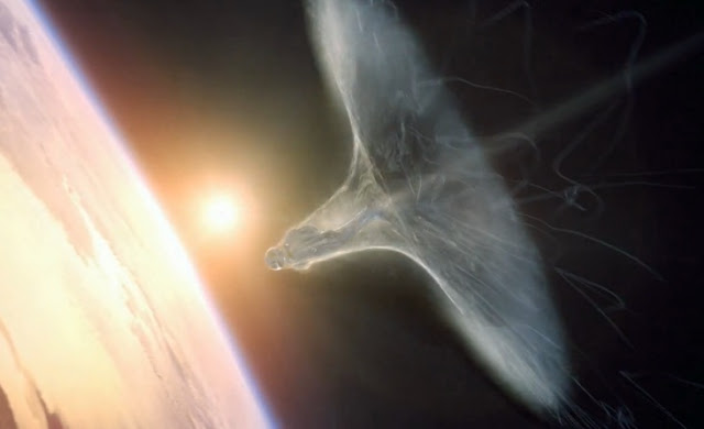I don't know if this a digitallly enhanced image but it looks great depicting Baumgartner breaking the sound barrier