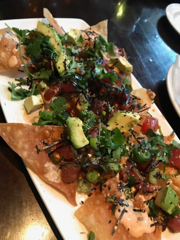 DEFINITELY MUST TRY THE POKE NACHOS!!