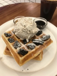 I decided to order the Cookie and Cream waffle
