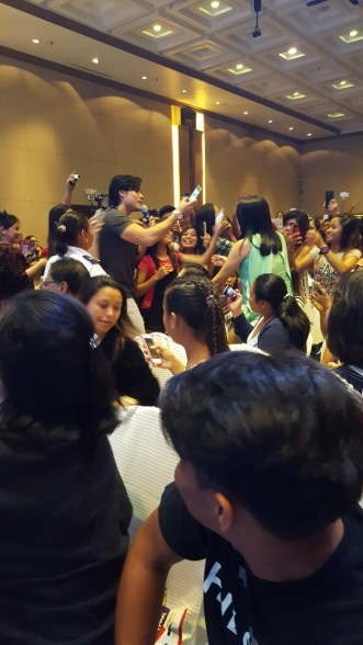 The thrilled ladies swarmed over Xian Lim