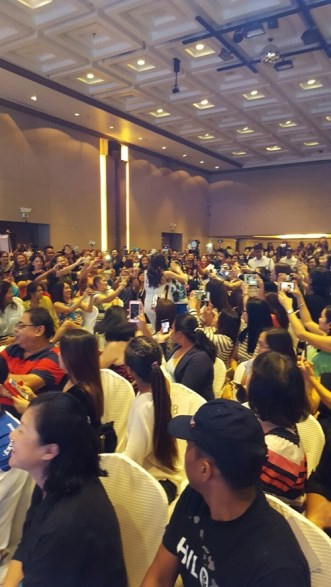 The throng of crowd during Kim's performanceMR