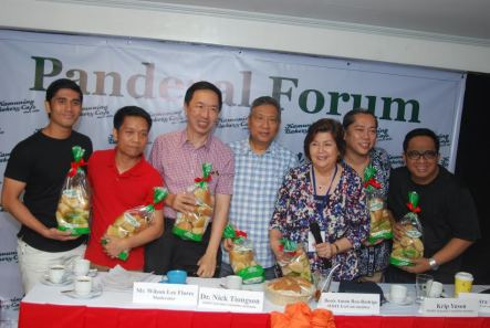 pugon-baked-pandesal-gifts-for-mmff-leaders-from-kamuning-bakery-cafe-actor-acey-aguilar-oro-director-alvin-yapan-wilson-lee-flores-dr-nic-tiongson-boots-anson-roa-rodrigo-moira-lang-noel-fer