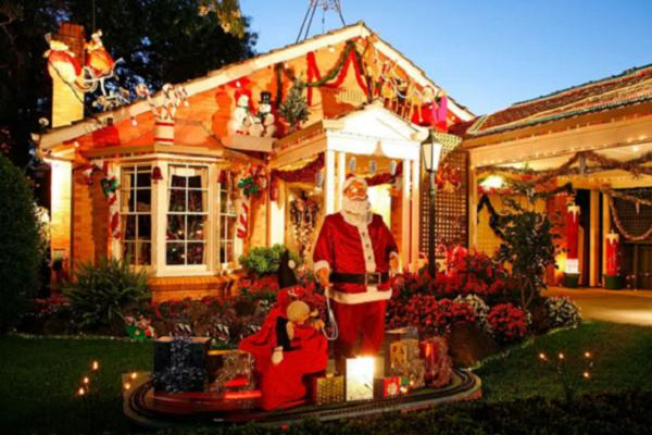 tons of house with outside christmas decorations