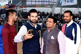 Hardik Pandya with Irfan Pathan and Yusuf Pathan