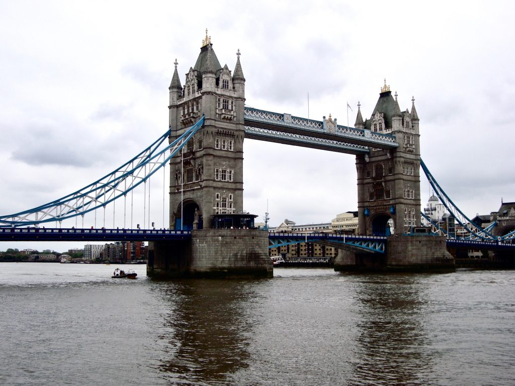 tower bridge london travel guide