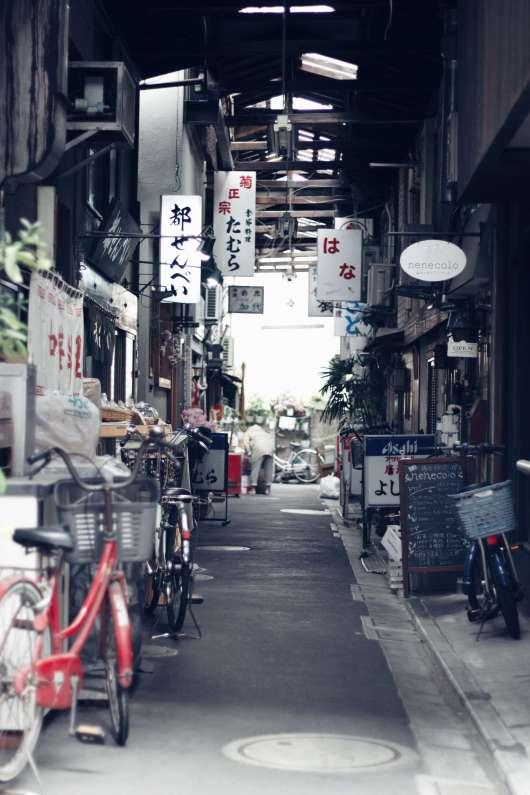 上野のレトロな道
