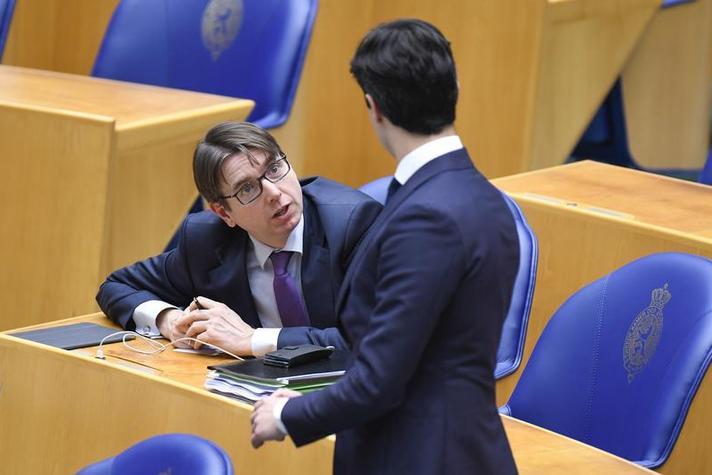 D66: 'Loondoorbetaling bij ziekte naar één jaar'