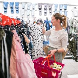 We kopen fors meer kleding sinds de heropening van winkels