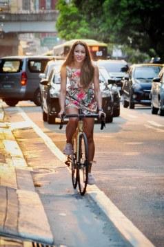6 LizAn Kuster Arbeitsweg Manila auf dem Fahrrad