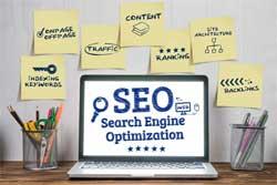 SEO Tips search engine optimization op een laptopscherm