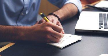 startupper pensa alla strategia di business prima della creazione startup