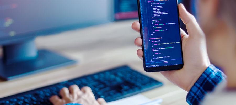 Smartphone App Entwicklung (Bild: Shutterstock)