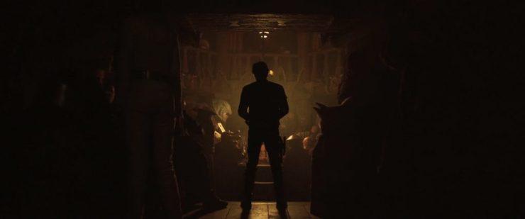 """Hier staat Han voor een kamer gevuld met aliens, zijn dit ook mogelijke crewleden, of is dit meer een klassieke """"Cantina Scene""""?"""