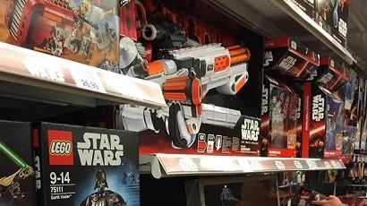 "#shortcut: Bilder vom Force Friday im Toys""R""Us Krefeld"