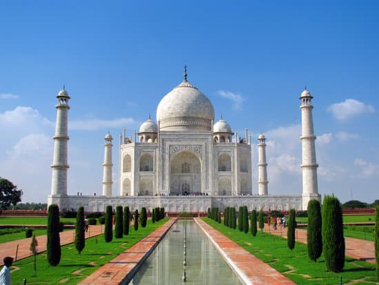 Taj Mahal, the amazing mausoleum in Agra (India), one of the highlights of worldwide architecture of all times.