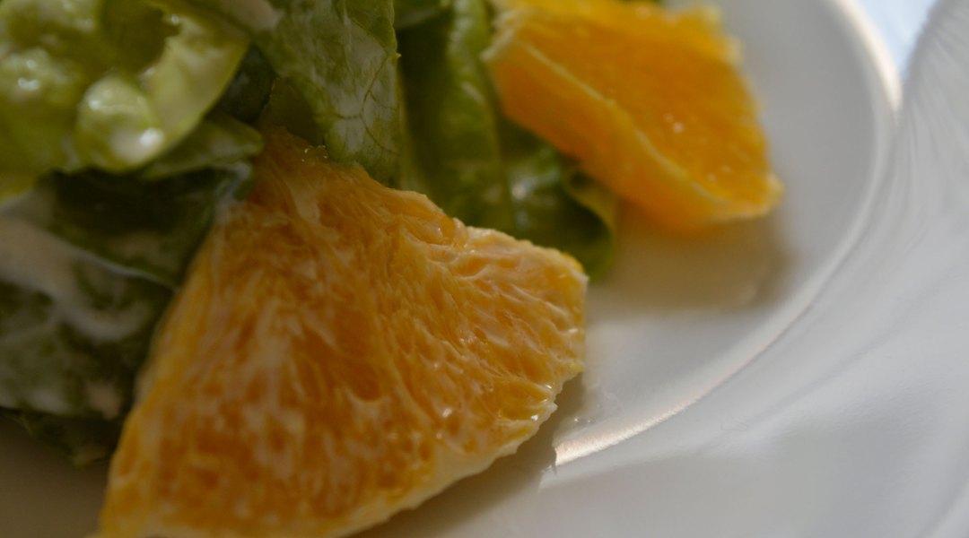 Sałata z pomarańczą
