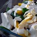 Orientalna sałatka z kurczakiem,mango i groszkiem cukrowym