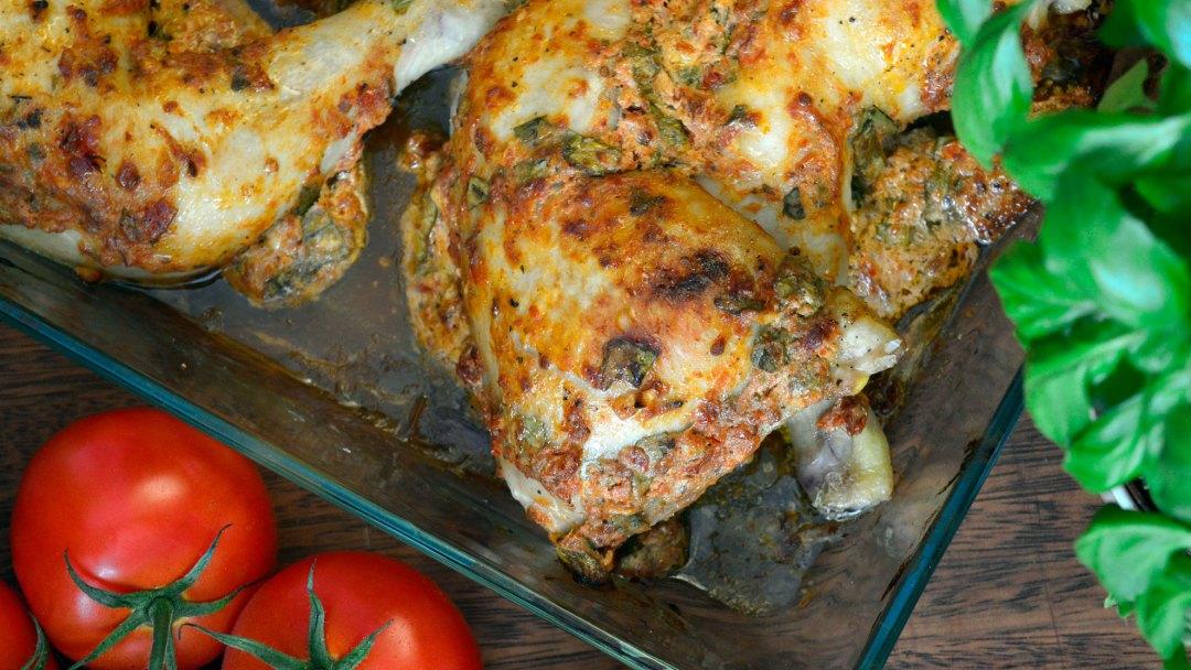 Udka kurczaka z suszonymi pomidorami i bazylią