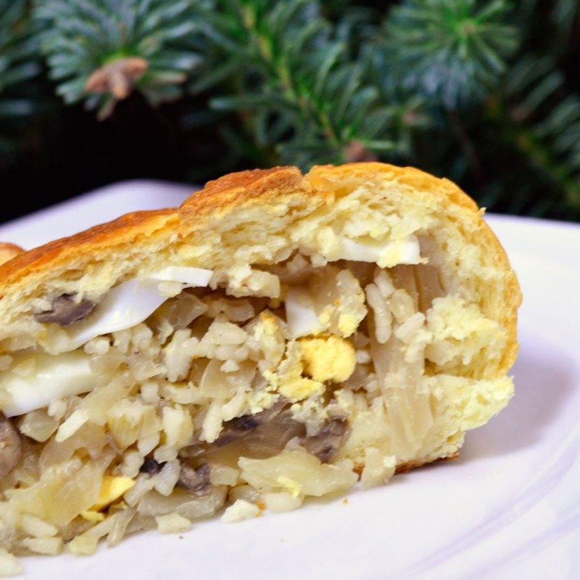 Drożdżowy kulebiak z kapustą i pieczarkami