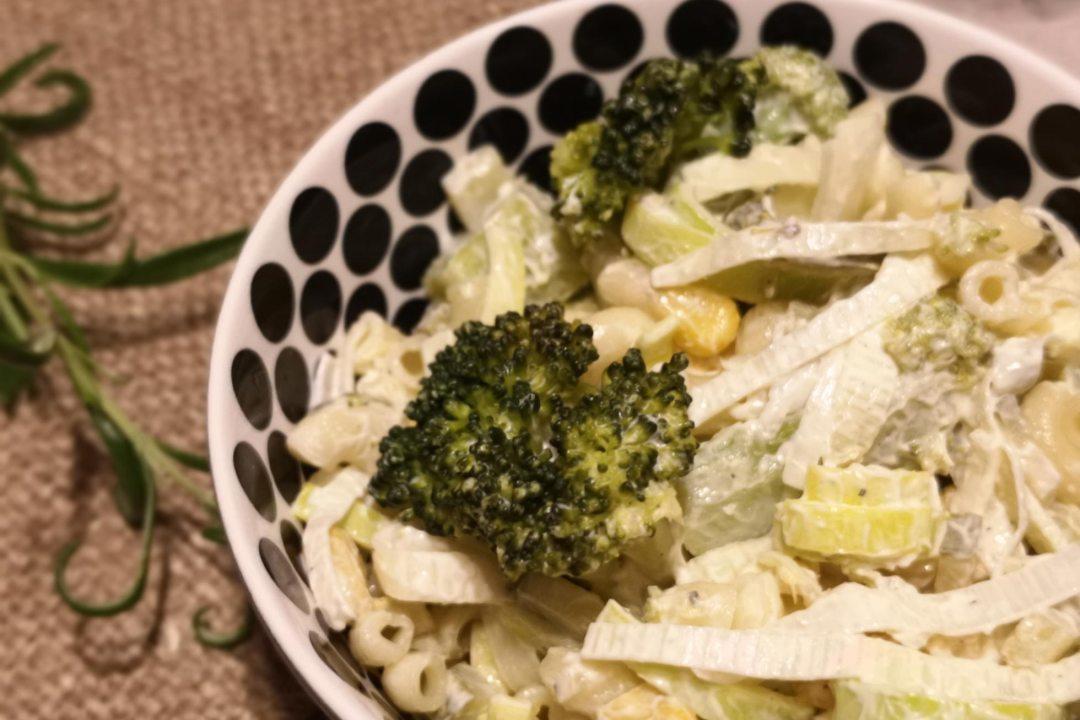 Sałatka makaronowa z brokułami