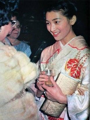 美智子さまの若い時の綺麗な顔画像