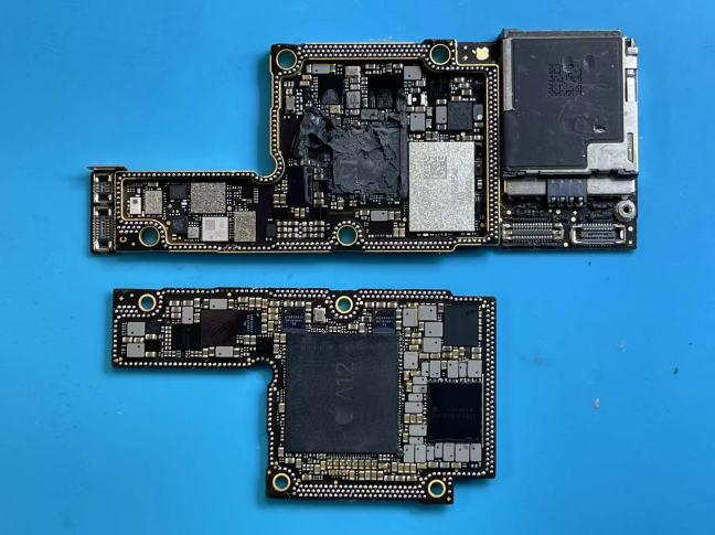 iPhoneXS分離した基板