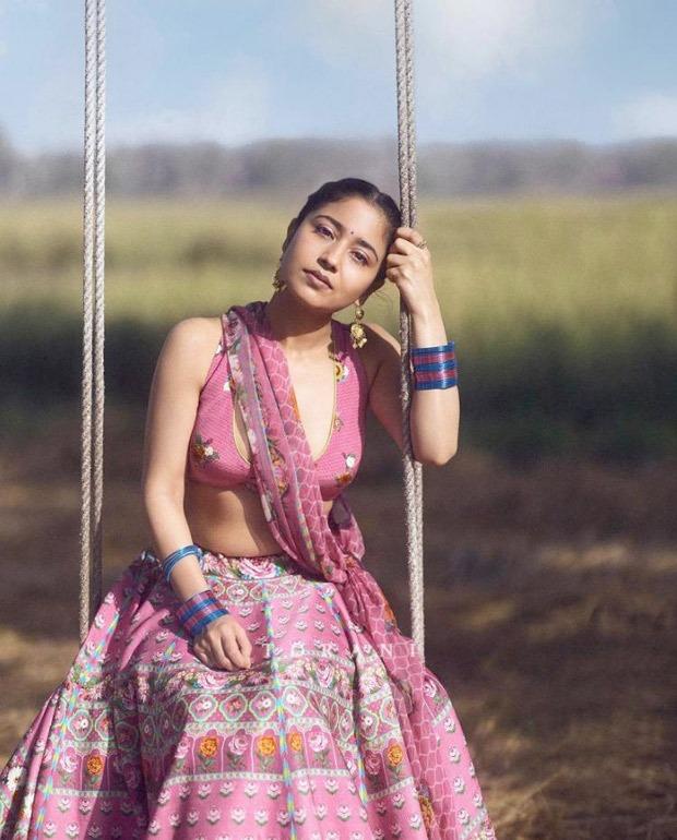 Shweta Tripathi emanates unwavering glam in embellished pink lehenga : Bollywood Information - THE MEABNI