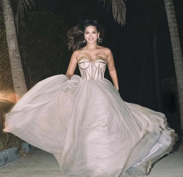 Sunny Leone makes a statement in strapless flowly gown in Kerala
