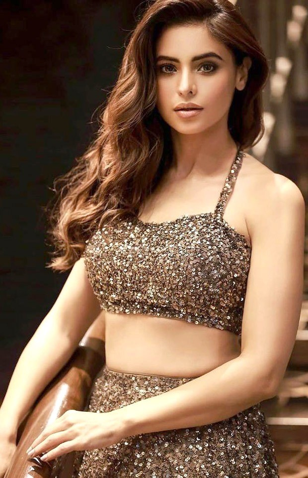 Aamna Sharif radiates beautiful vibes in shimmery lehenga : Bollywood Information - THE MEABNI