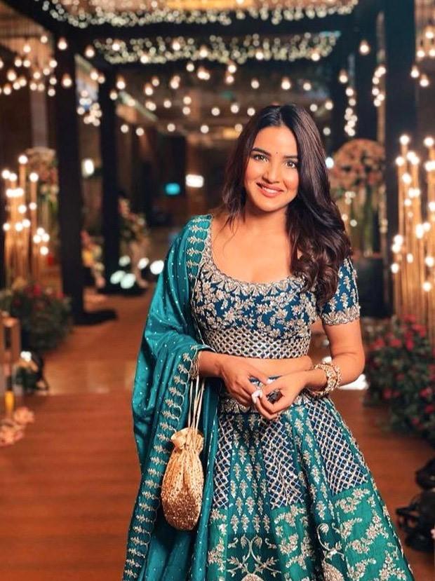Jasmin Bhasin seems gorgeous in zardori embroidered lehenga value Rs. 2.68 lakh at Rahul Vaidya – Disha Parmar's marriage ceremony reception : Bollywood Information - THE MEABNI