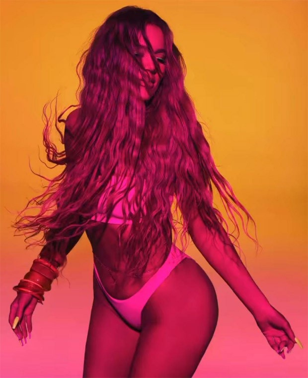 Khloé Kardashian flaunts her curves in neon pink bikini, announces latest collection of her clothing line Good American