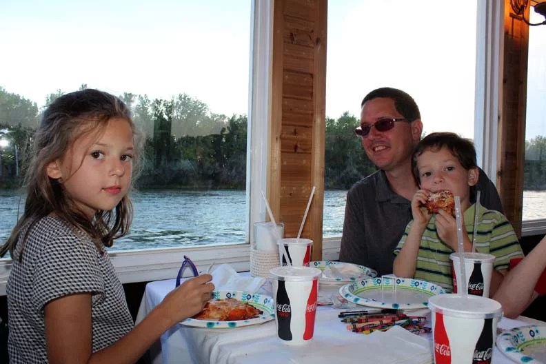 It can be tricky eating cheap while on vacation, but here are 11 Ideas to help you plan your family vacation.