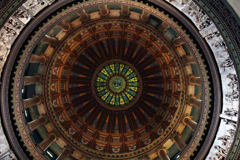 The dome in the building is beautiful.