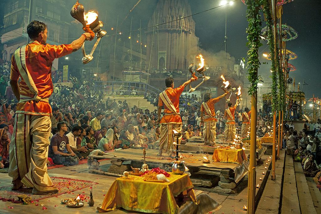 Vanaras Ganga Arti