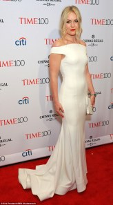 27D6158300000578-3049888-White_hot_Lindsey_Vonn_dazzled_in_a_figure_hugging_white_gown_at-a-29_1429671413100